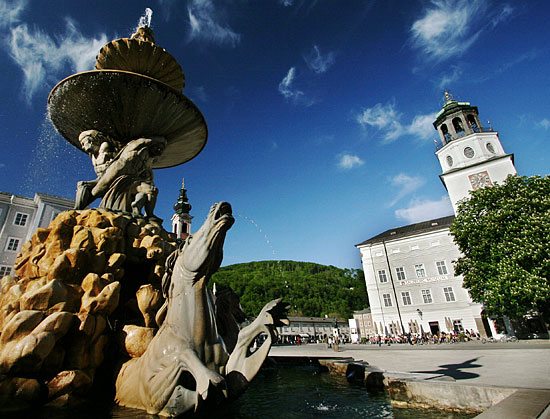 Famous Baroque Fountain: Residenzbrunnen in Salzburg