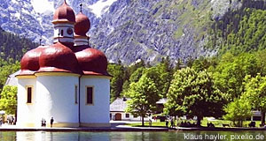 The famous Bavarian Lake Königssee - a perfect day-trip from Salzburg.