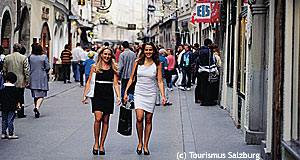 Salzburg is a shopping paradise - here you see the Getreidegasse.