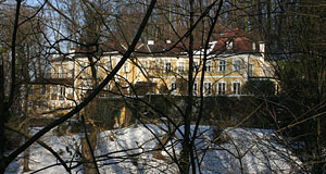 The Zweigvilla or Paschinger Schlössl is private property and hard to see from the street.